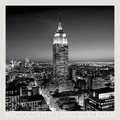 HENRI SILBERMAN - EMPIRE STATE BUILDING AT NIGHT POSTER - Kunstdrucke - b/w