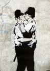 BANKSY POSTER KISSING POLICEMAN - Kunstdrucke